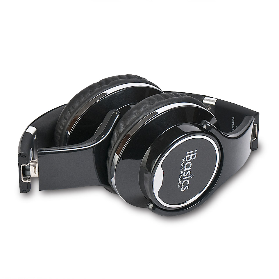 Headphone photography by Roselle Product photographer Controlled Color, Inc.
